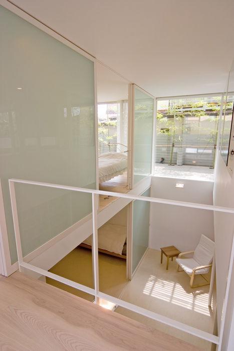 地下吹き抜け 株式会社 アーキショップ 一級建築士事務所 モダンデザインの 多目的室