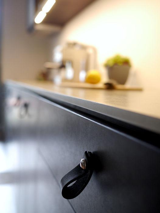Kitchen Noire van risk Minimalistische Küchen