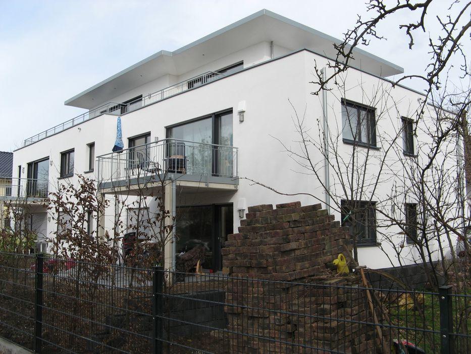 Neubau eines Mehrfamilienhauses mit Penthouse ohne Unterkellerung STRICK Architekten + Ingenieure Moderne Häuser