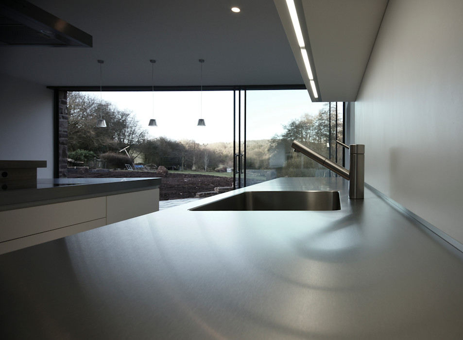 Veddw Farm, Monmouthshire Hall + Bednarczyk Architects Modern kitchen