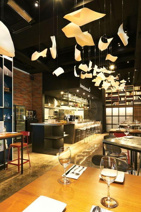 멈춰져있는 시간을 표현한 오브제 Design m4 레스토랑
