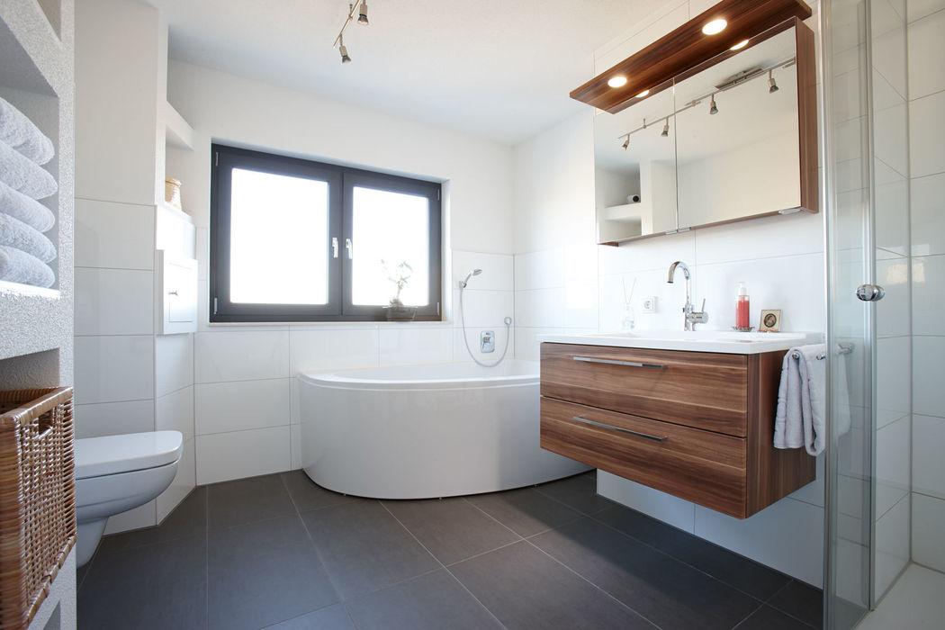 ARCHITEKTUR TREND - Das Badezimmer mit Eckbadewanne homify Moderne Badezimmer