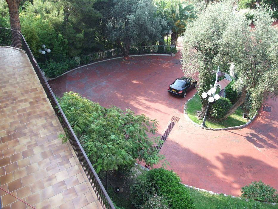 Piazzale Villa PRIMA STILE SAS