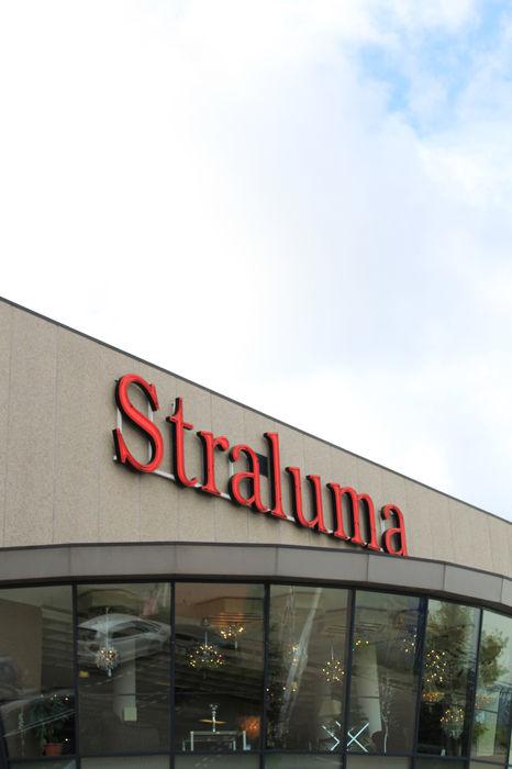 Onze 7.500m2 grote showroom in Barendrecht Straluma BV
