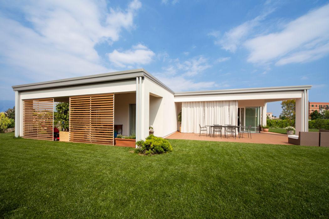 Il giardino homify Case in stile minimalista Legno Effetto legno