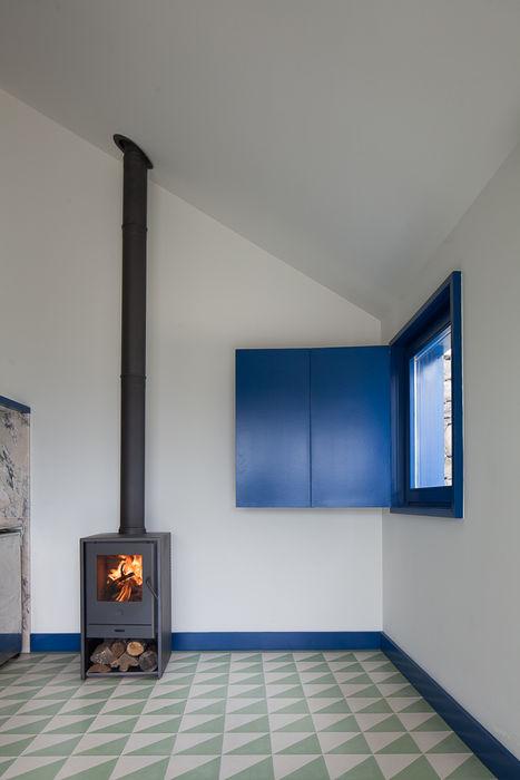 Casa Caseiros SAMF Arquitectos Corredores, halls e escadas campestres Azul