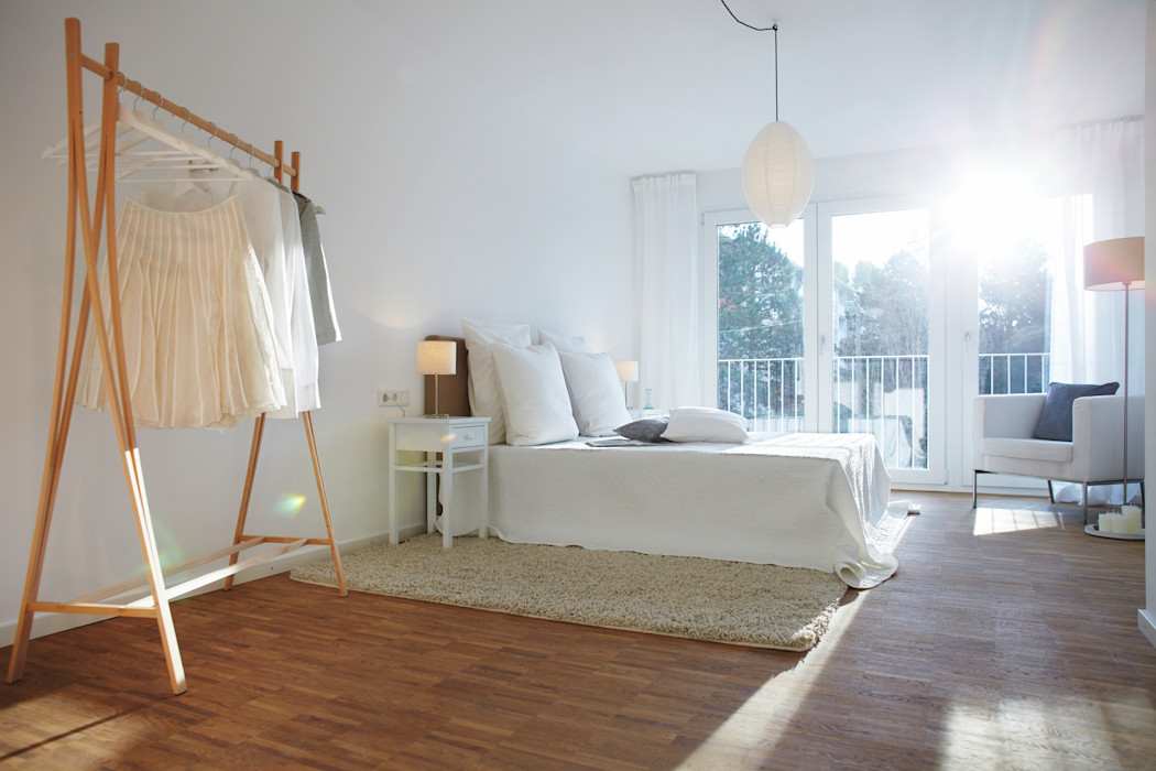 Musterwohnung Home Staging Bavaria SchlafzimmerKleiderschränke und Kommoden Holz
