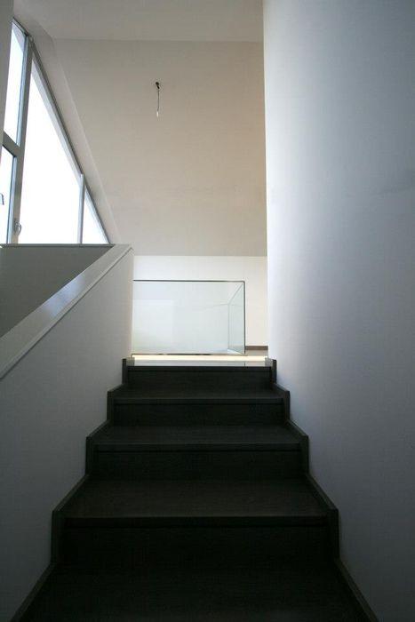 Bocetto Interiorismo y Construcción Modern corridor, hallway & stairs