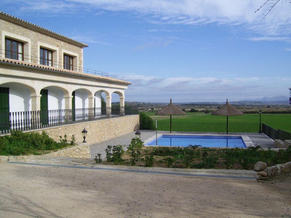 VIVIENDA ABAD Y COTONER, S.L. Piscinas de estilo rural Piedra