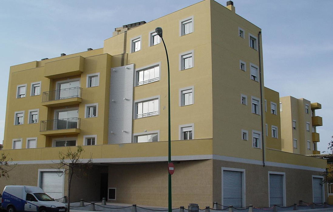 ABAD Y COTONER, S.L. Mediterranean style house