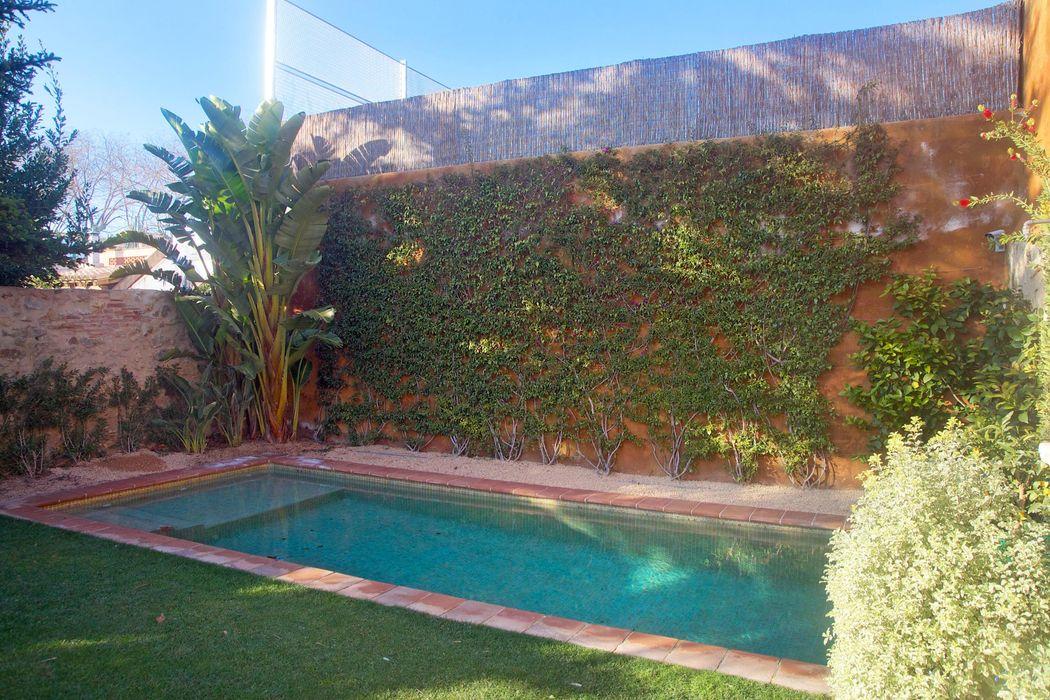 Vivienda Palafrugell Brick Serveis d'Interiorisme S.L. Jardines de estilo mediterráneo