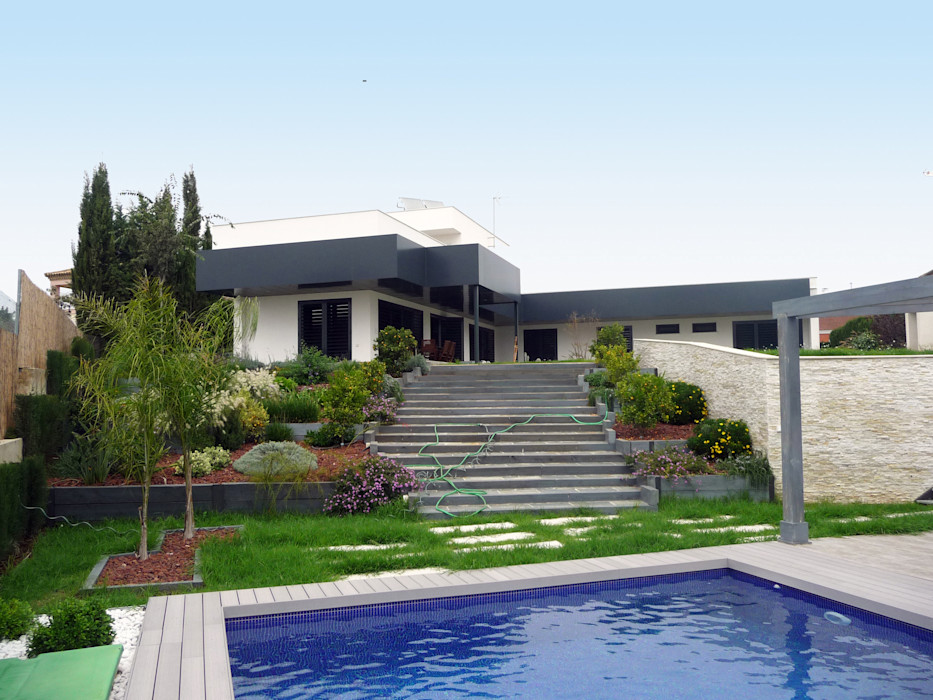 TRAS LA REFORMA FABRICA DE ARQUITECTURA Casas de estilo moderno Metal