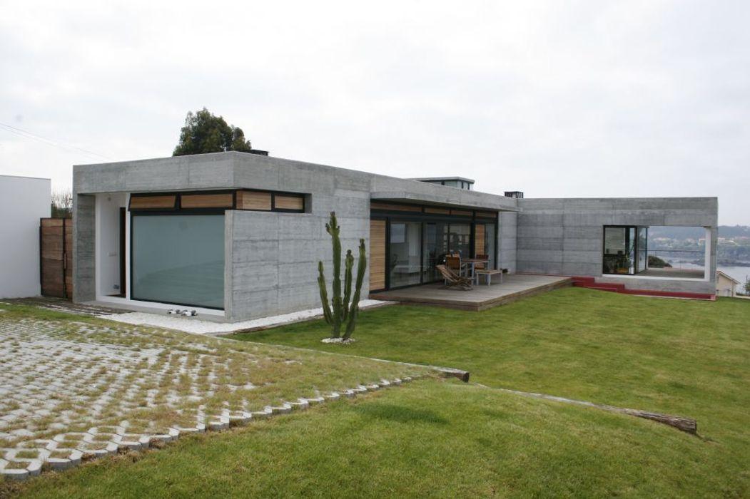 VIVIENDA UNIFAMILIAR EN LA PLAYA DE ESPIÑEIRO EPB42 Arquitectura y Planeamiento, S.L Casas de estilo moderno