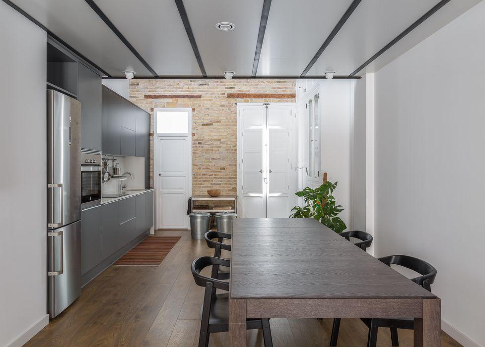 REHABILITACIÓN DE LOFT EN EL CABAÑAL amBau Gestion y Proyectos Casas de estilo moderno