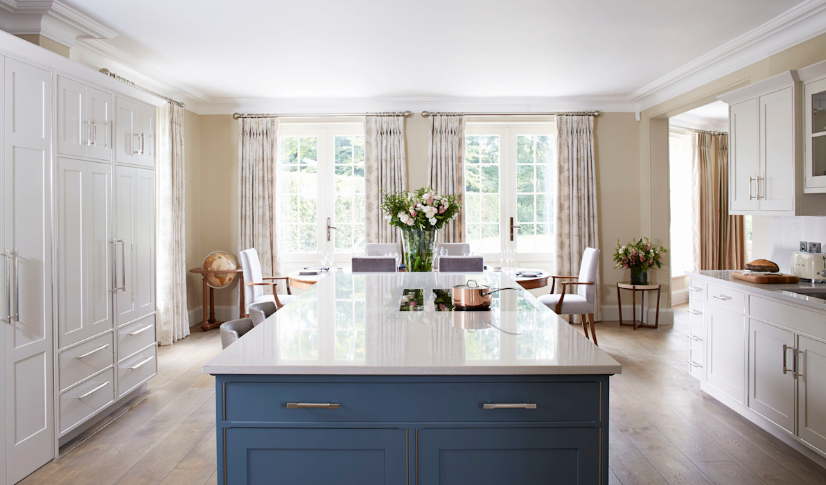Country House Kitchen, Cobham LINLEY London Classic style kitchen