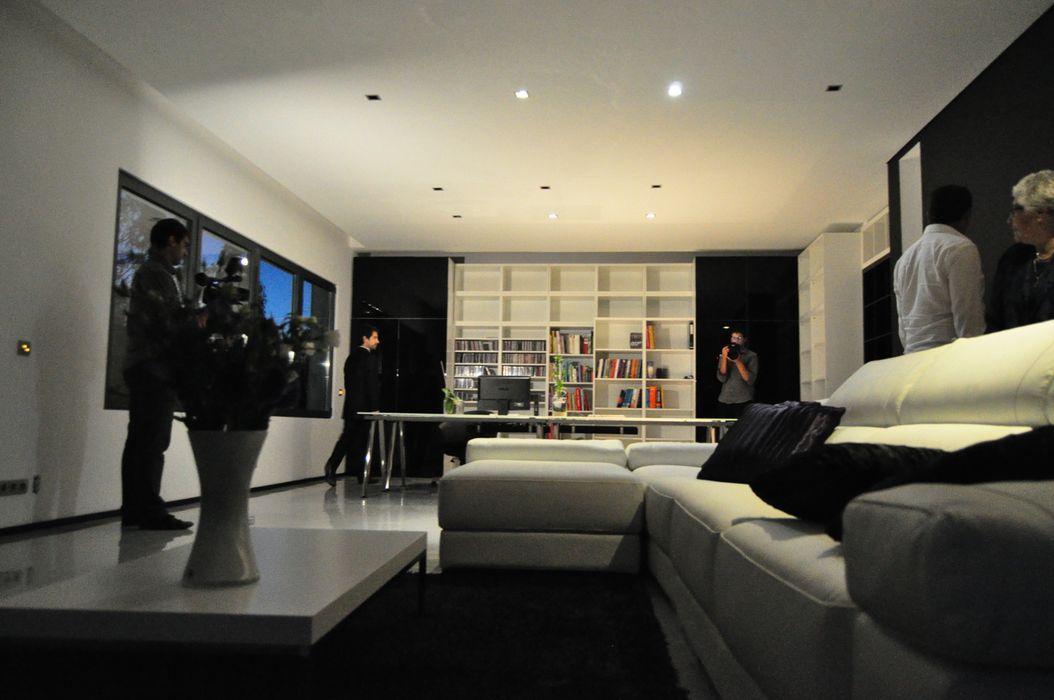 Casa Atouguia Escala Absoluta Salas de estar minimalistas