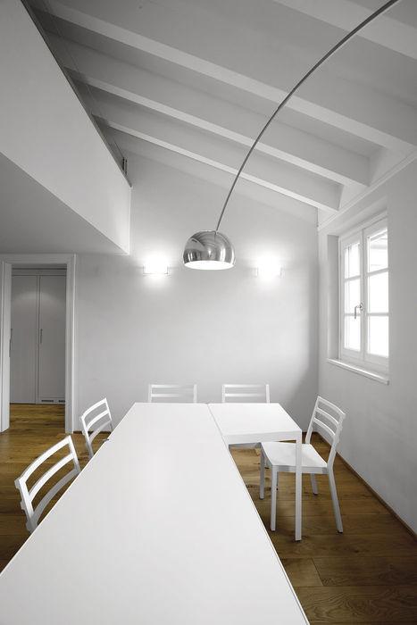Il grande tavolo da pranzo PAZdesign Sala da pranzo moderna