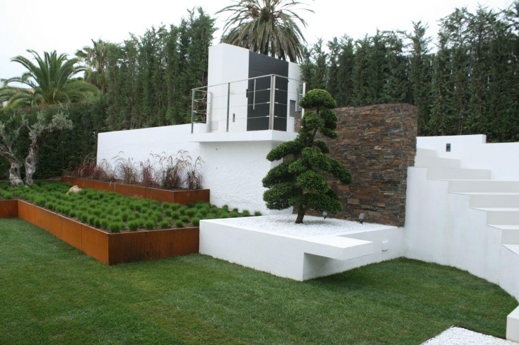 Jardines Japoneses -- Estudio de Paisajismo Minimalist style garden