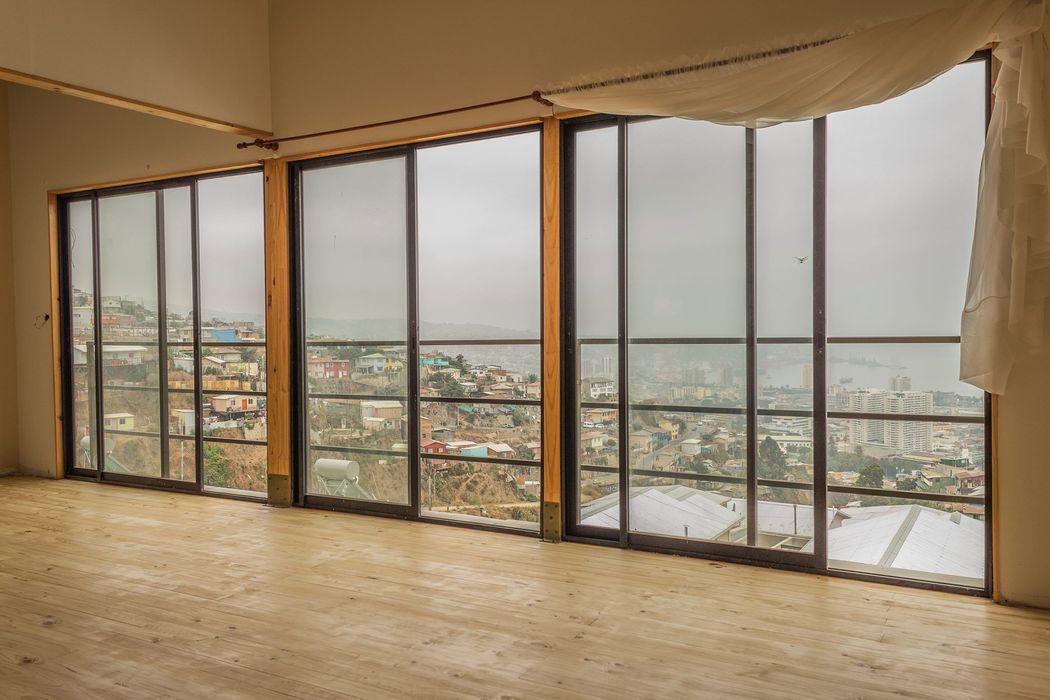 Leonardo Saavedra ONG Vivienda Local Balcones y terrazas modernos: Ideas, imágenes y decoración
