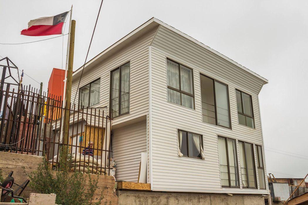 Leonardo Saavedra ONG Vivienda Local Casas modernas: Ideas, imágenes y decoración