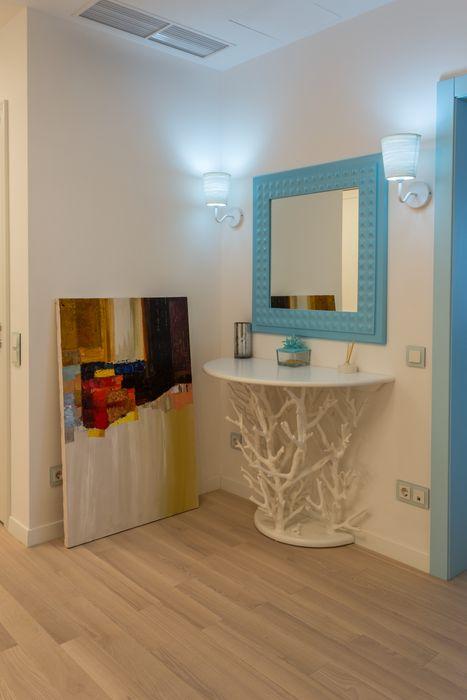 Проект Морской бриз Bellarte interior studio Коридор, прихожая и лестница в скандинавском стиле
