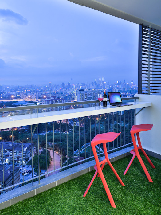 Ultramodern Loft   CONDOMINIUM Design Spirits Modern style balcony, porch & terrace