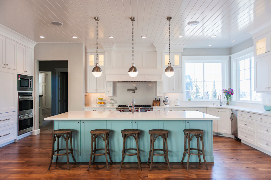 Modern Country-Style Kitchen Gracious Luxury Interiors Country style kitchen Blue