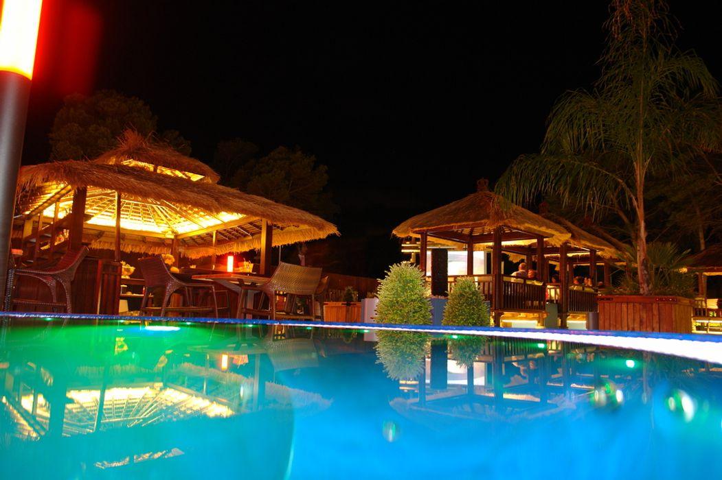 Pabellón de hotel comprar en bali Hoteles de estilo tropical Madera Marrón