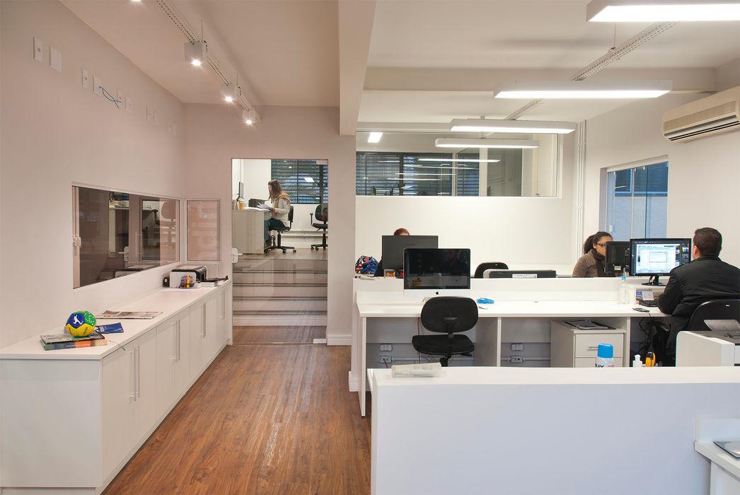 RICARDOTRAMONTINA.ART Phòng học/văn phòng phong cách tối giản
