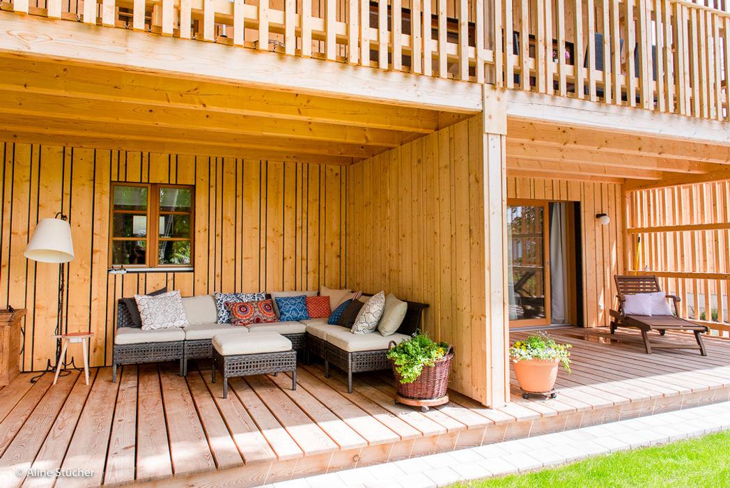 Häuser in der Wolfsgrube w. raum Architektur + Innenarchitektur Balkon, Veranda & Terrasse im Landhausstil