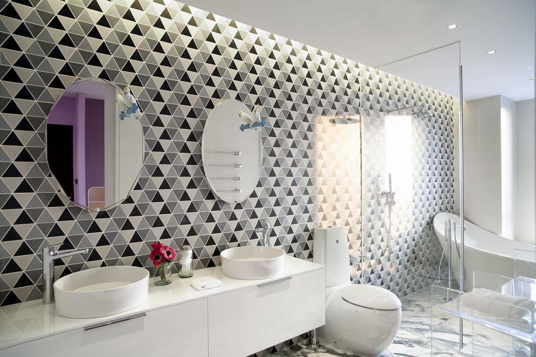 Master bathroom Sergio Mannino Studio Modern Bathroom Ceramic White