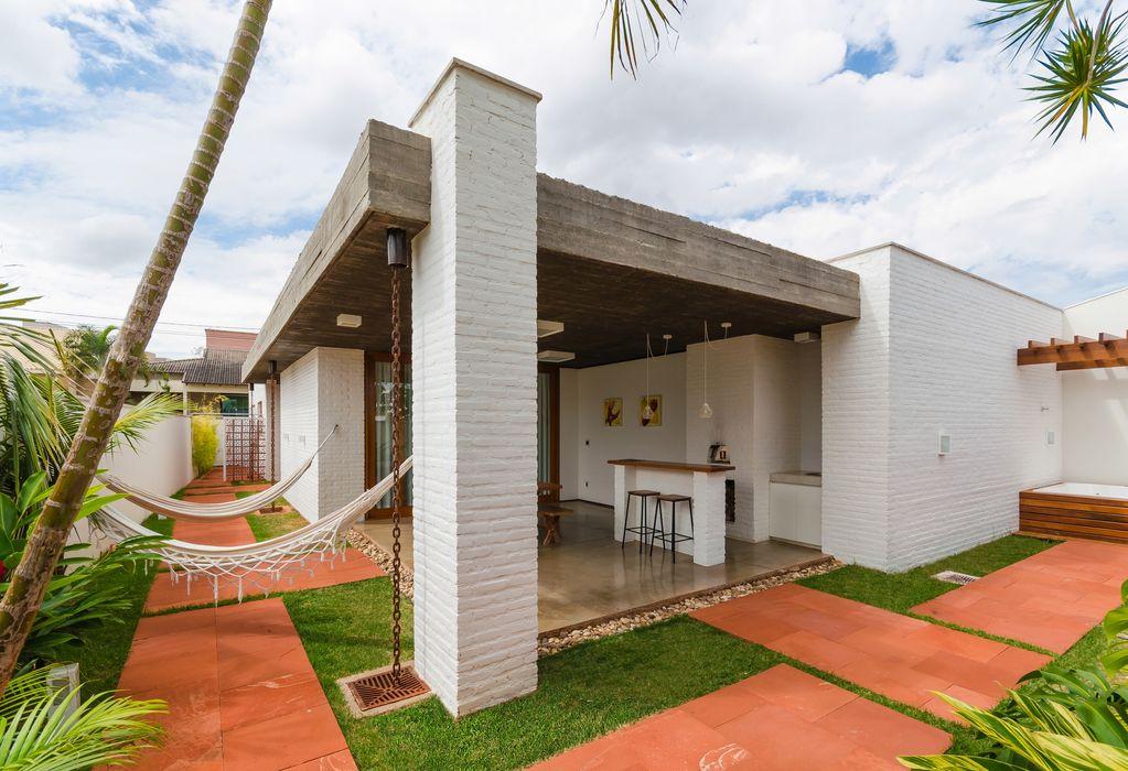 Diego Alcântara - Studio A108 Arquitetura e Urbanismo Rumah Modern Batu Bata
