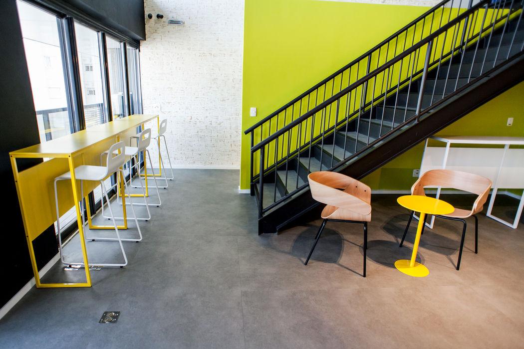 Concret. Loose Lay . VERONA CARPETES E VINILICOS Corredores, halls e escadas modernos Concreto Cinza