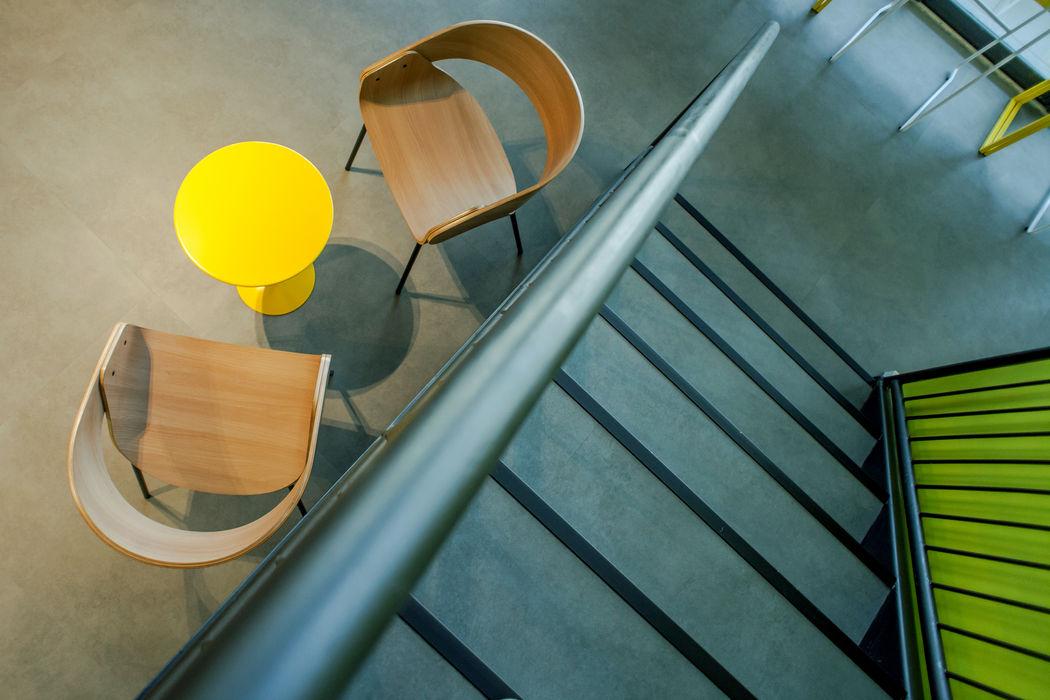 VERONA CARPETES E VINILICOS Modern corridor, hallway & stairs Concrete Grey