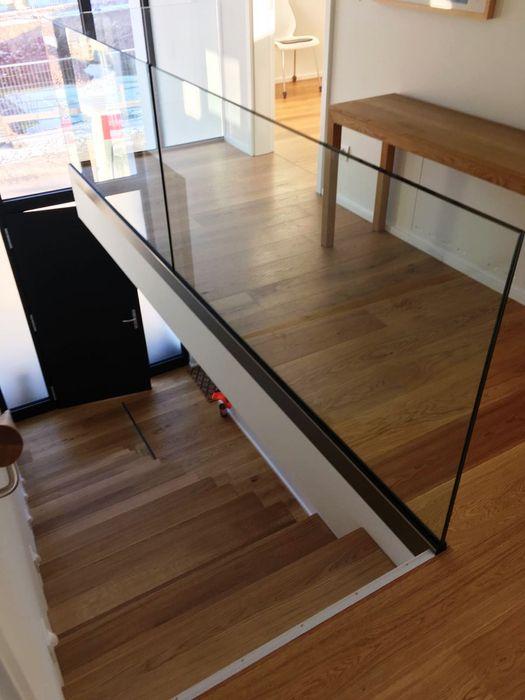 Kragarmtreppe Dreieich lifestyle-treppen.de Moderner Flur, Diele & Treppenhaus Holz