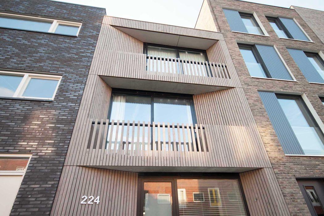 voorgevel van hout 8A Architecten Moderne huizen Hout Hout