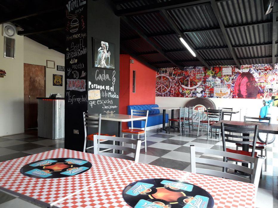 Techo Existente Pintado de Negro Arq. Alberto Quero Restaurantes Aluminio/Cinc Negro