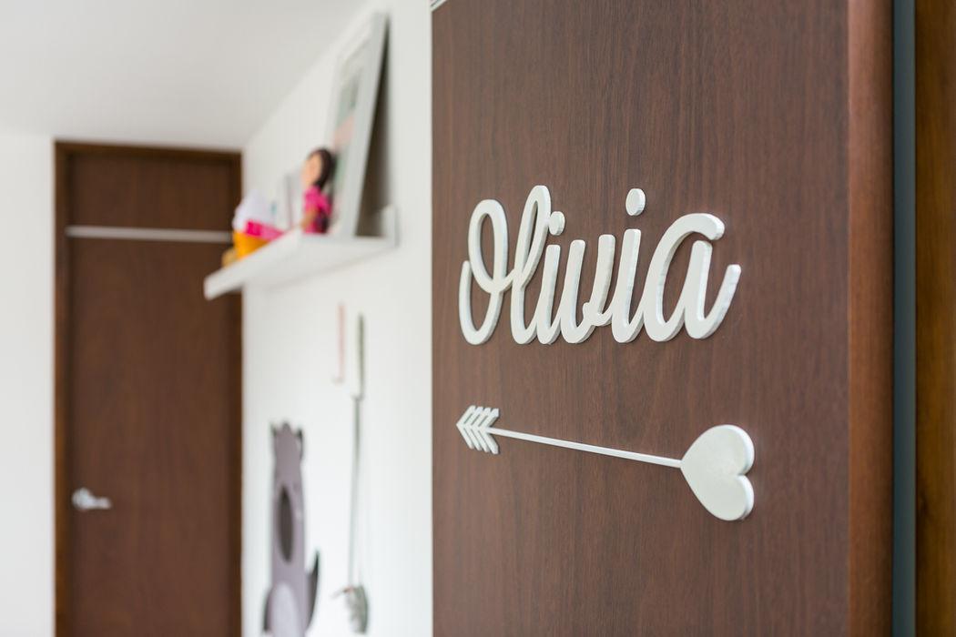 Cuarto de Olivia Little One Habitaciones para niños de estilo ecléctico