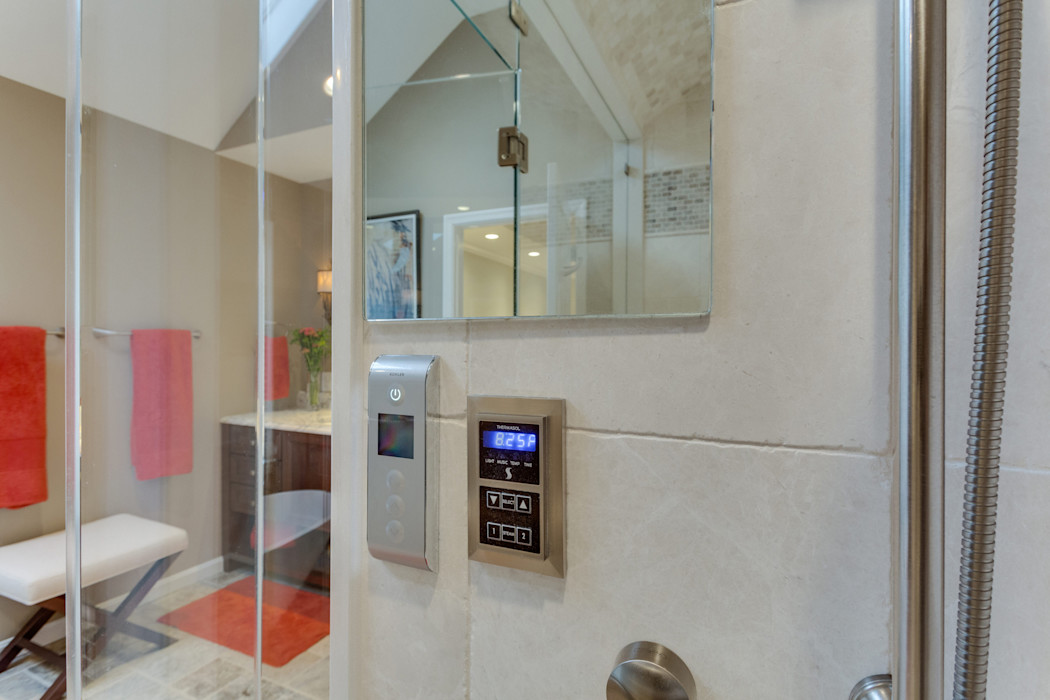 Universal Design Master Suite Renovation in McLean, VA BOWA - Design Build Experts 浴室