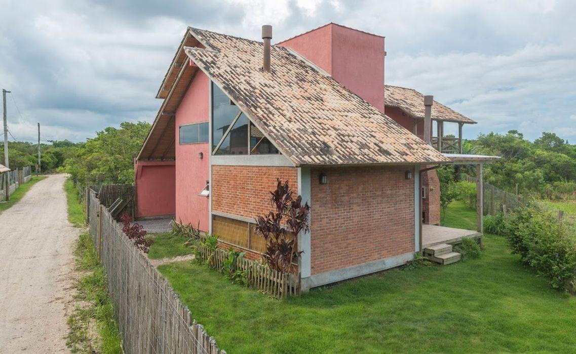 A+R arquitetura Single family home Bricks Red