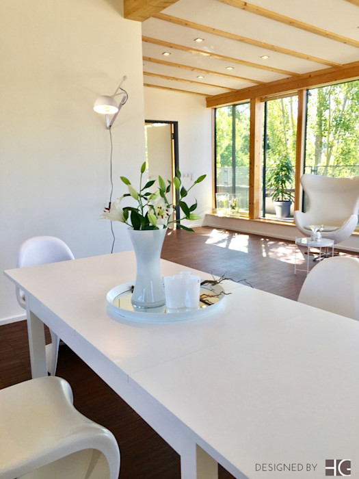 Penthouse - offener Wohn- und Essbereich Münchner home staging Agentur GESCHKA Minimalistische Esszimmer Weiß