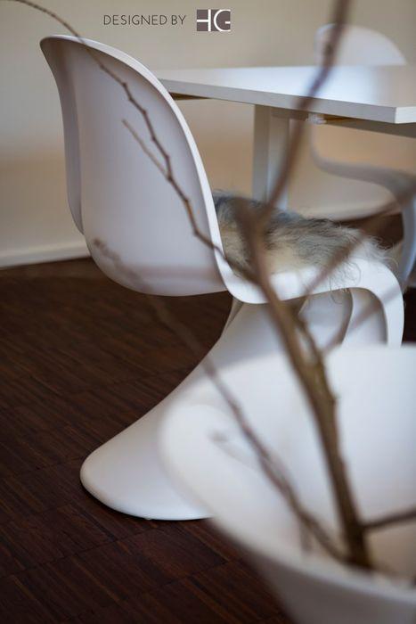 Penthouse - Design in weiß Münchner home staging Agentur GESCHKA Minimalistische Wohnzimmer Weiß