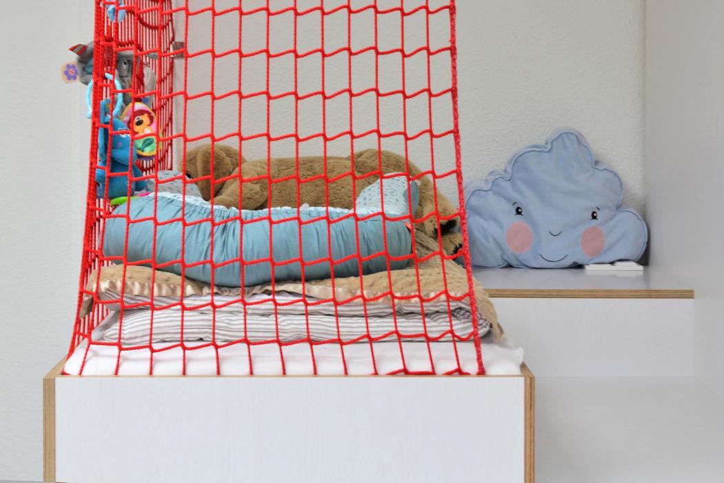 Haus am Grund dieMeisterTischler Moderne Kinderzimmer Holz Weiß