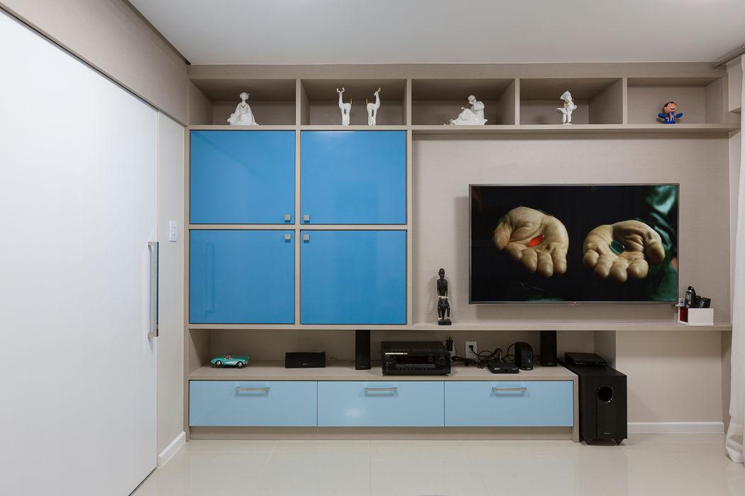Sala de tv DM ARQUITETURA E ENGENHARIA Salas multimídia modernas Azul