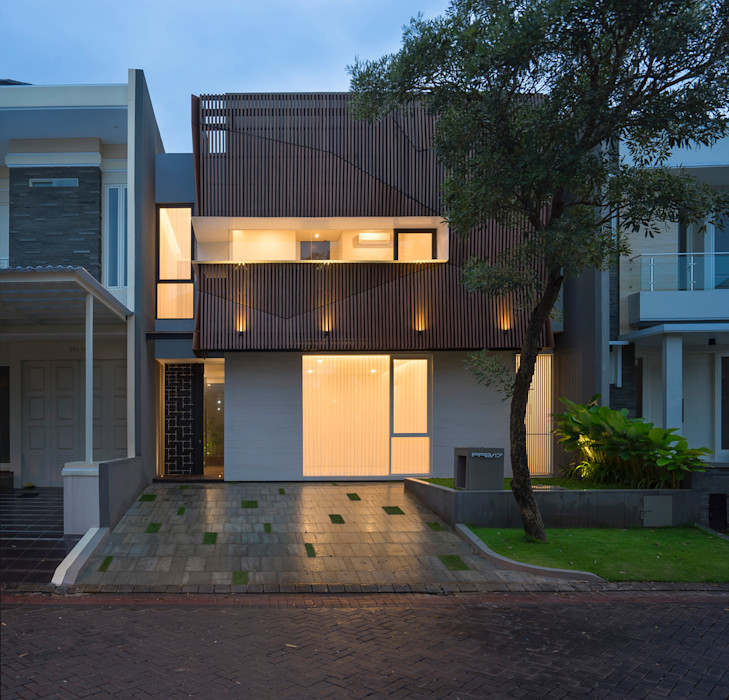 'S' house Simple Projects Architecture Rumah Tropis Besi/Baja Wood effect