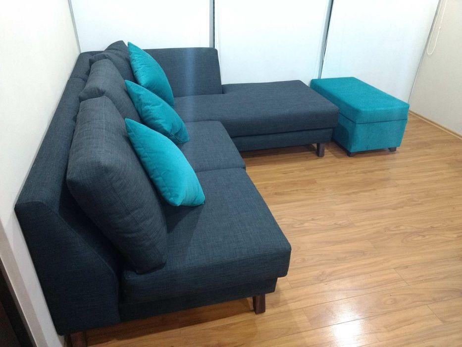 Proyecto de amueblado en departamento Estilo en muebles Salones modernos Gris
