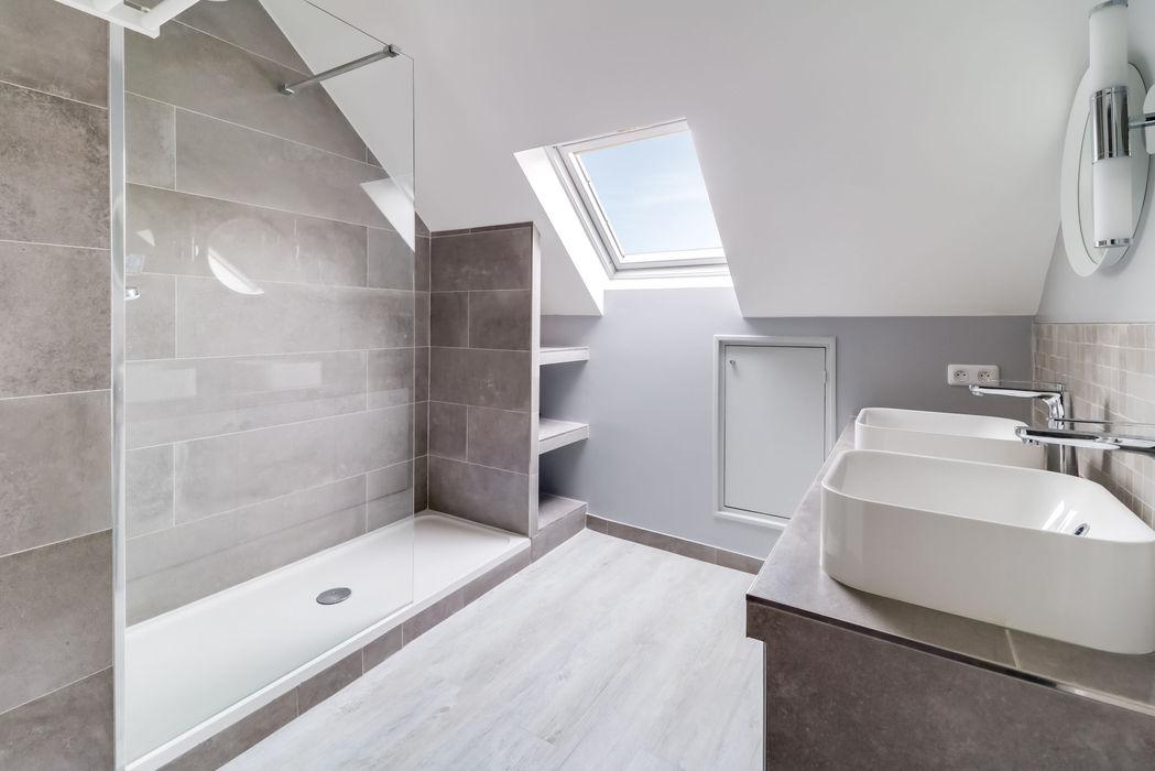 salle de bains Draveil Anne Lapointe Chila Salle de bain moderne Grès Gris