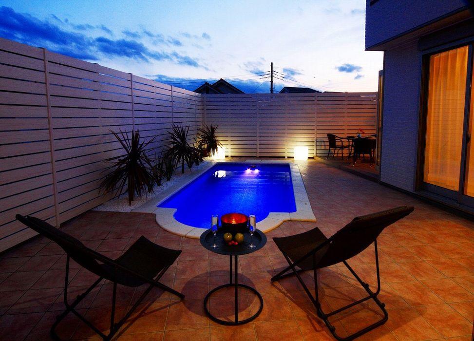 川崎市麻生区のプールのあるリゾート空間住宅 PROSPERDESIGN ARCHITECT /プロスパーデザイン 家庭用プール タイル 青色