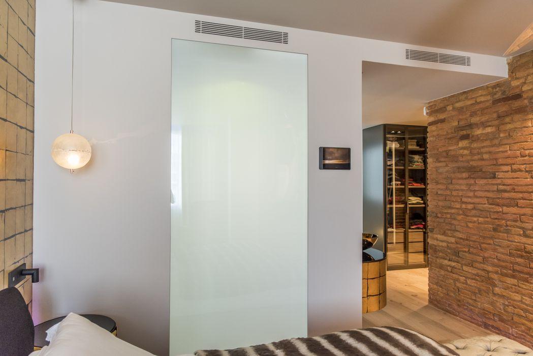 Diseño de interior y reforma en la Eixample de Barcelona Goian Paredes y suelos de estilo moderno