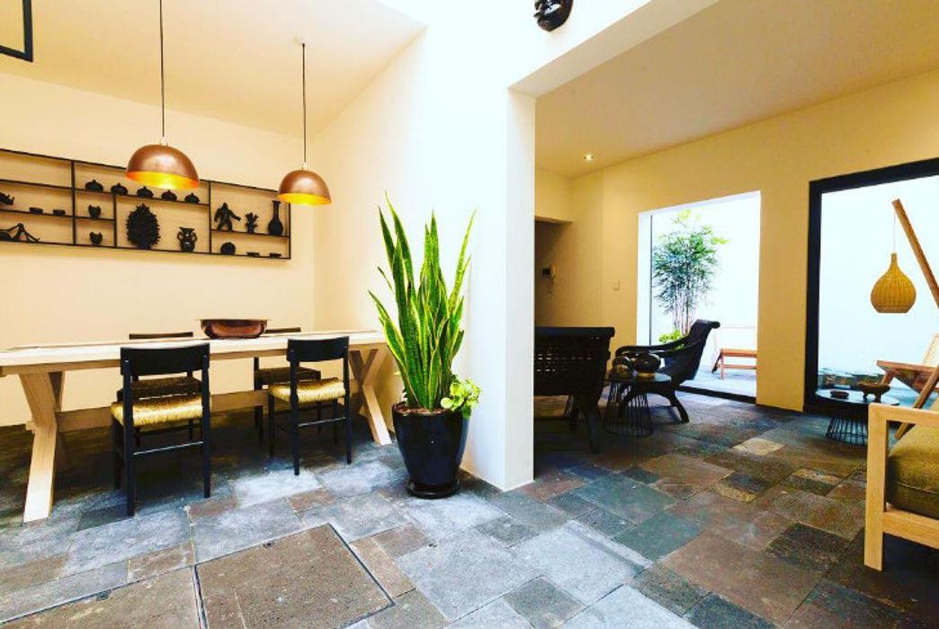 Iluminación para Casa Dovela Ciudad de Mexico Luminosa ™ Pasillos, vestíbulos y escaleras modernos Piedra Metálico/Plateado